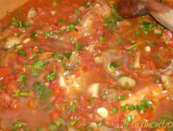 Curcan cu sos - Punem sosul peste carnea de curcan
