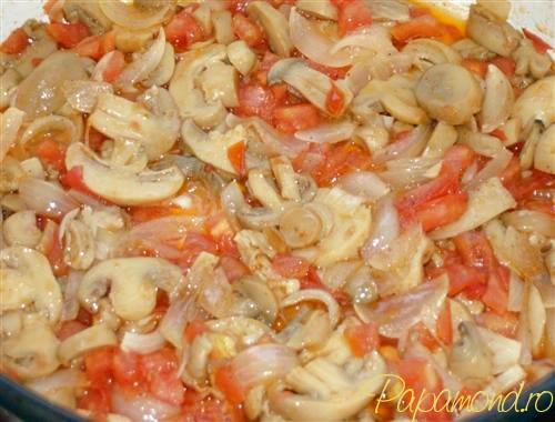Mancare de praz cu masline - ceapa, rosii si ciuperci