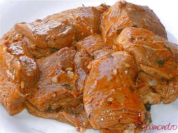Carne marinată pentru frigarui de porc