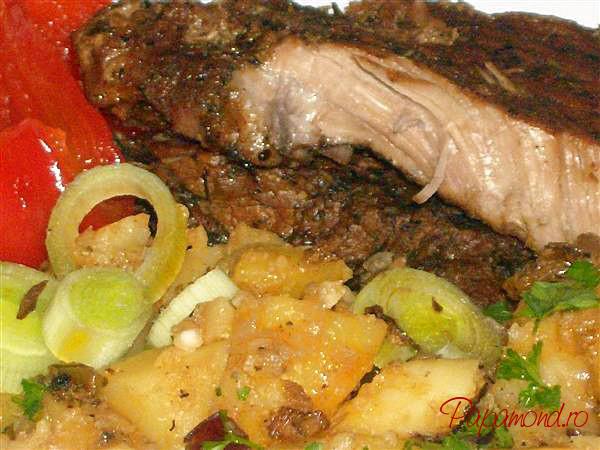 Pulpa de porc cu cartofi taranesti