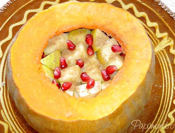 Dovleac umplut cu rodie, gutuie, măr şi pară