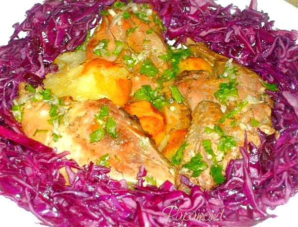 fazan la ceaun cu cartofi copti si varza rosie