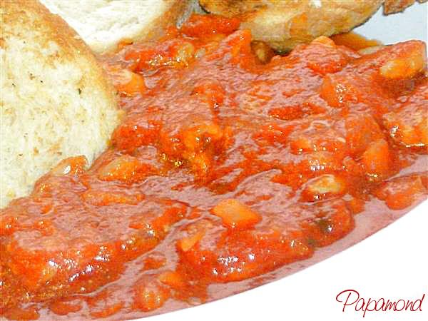Pepite de pui inecate in sos aromat, cu paine prajita