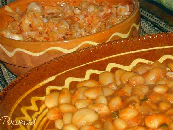 Iahnie de fasole cu salata de varza murata