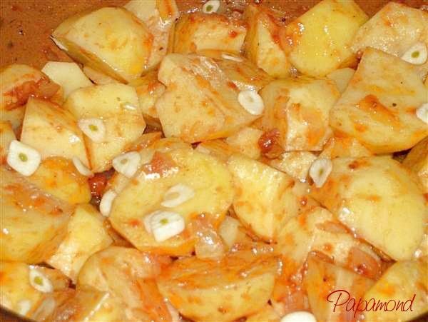 Rata pe cartofi - se taie cartofii mari