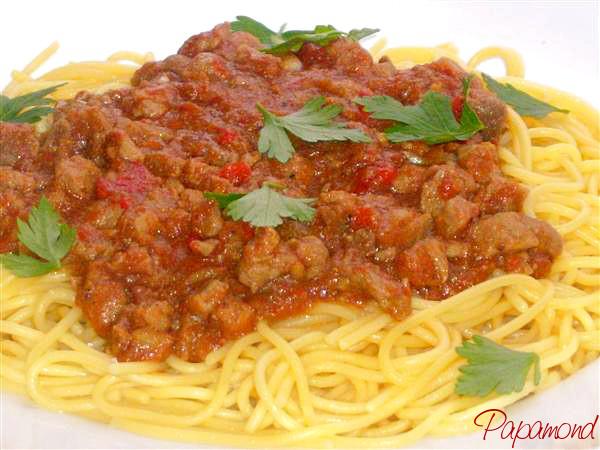 tocanita cu carne de porc si spaghetti