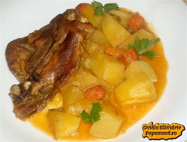 carne de curcan pe pat de cartofi