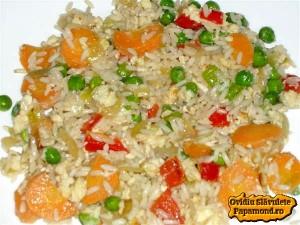 orez prăjit cu ou si legume