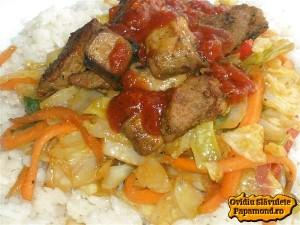 varza la wok cu carne de porc