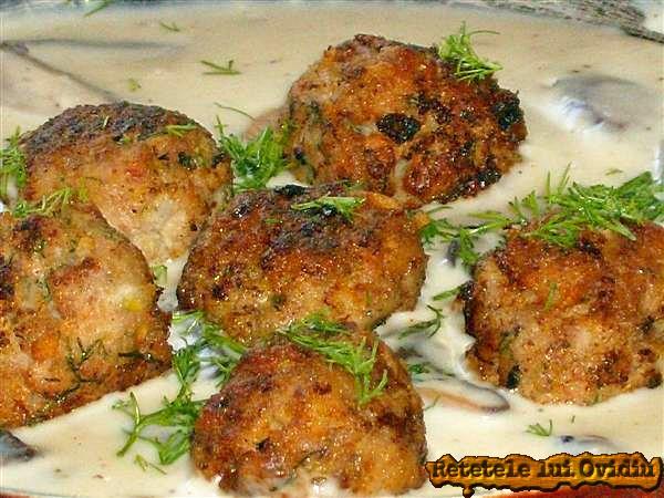 chiftele cu sos alb bechamel