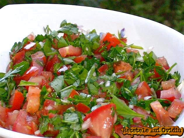 Aripioare si cartofi cu salsa