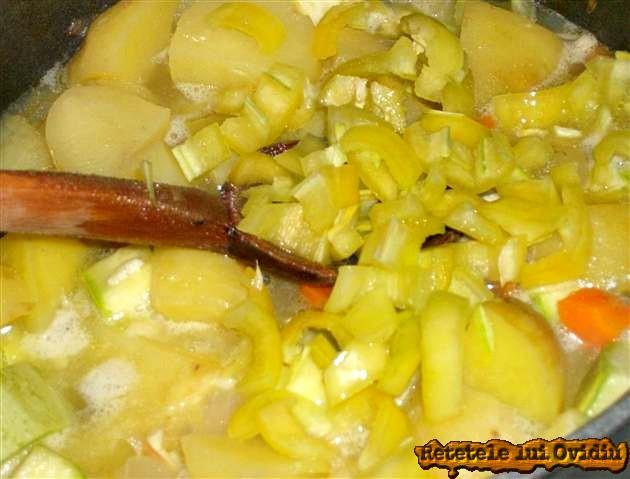 tocana de legume cu carnati