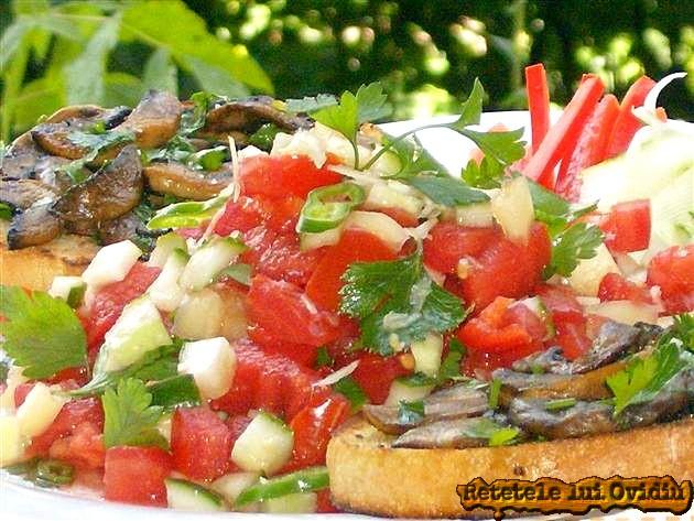Bruschette cu ciuperci si salata salsa