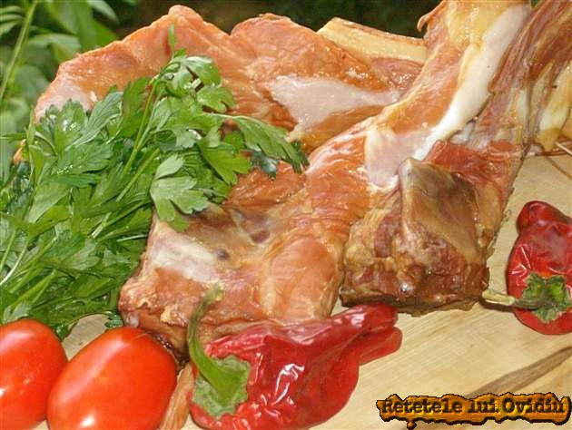 reteta de ciorba cu cozi de porc