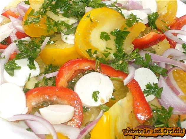 reteta de salata cu branza, rosii galbene si capere