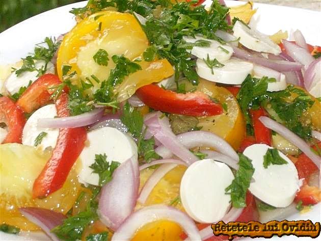 reteta de salata cu branza, roşii galbene si capere