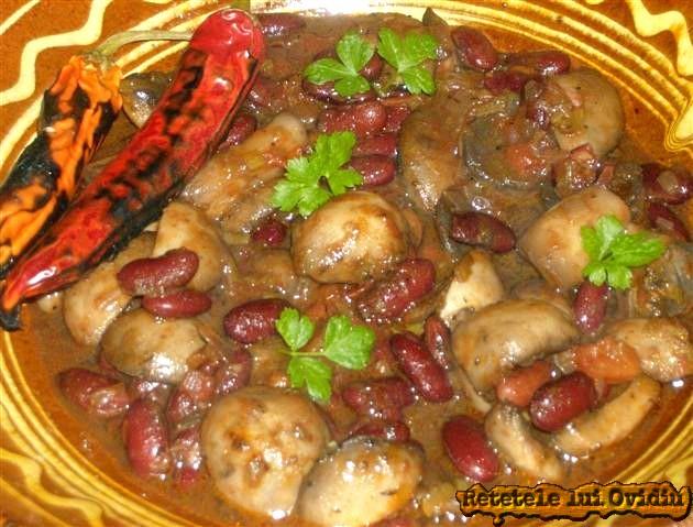 fasole rosie cu ciuperci