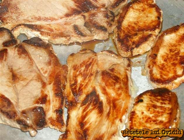 carne de porc in sos de rosii 9