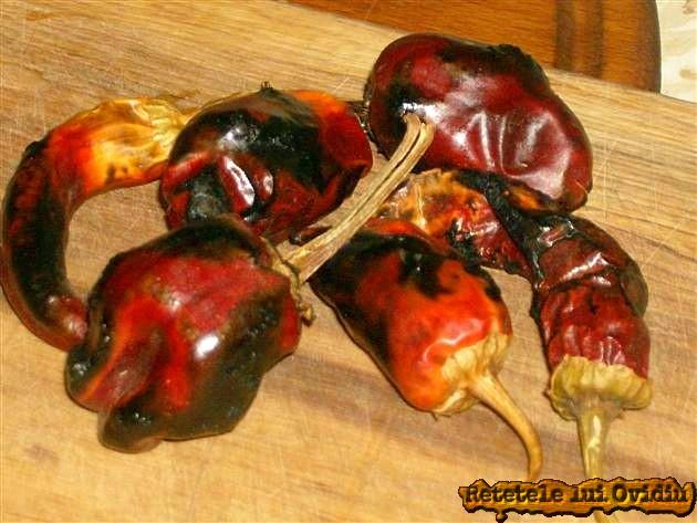 Coacem ardei uscat pe flacara aragazului - Papricas de cartofi cu carne de porc