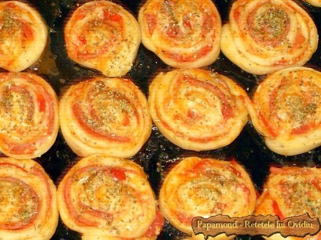Mini pizza - o pizza mica si invartita (12)