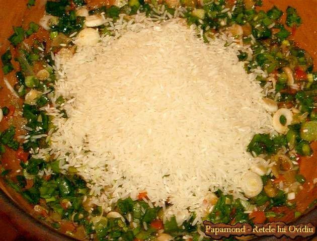 coaste de porc pe orez cu usturoi si ceapa verde 4