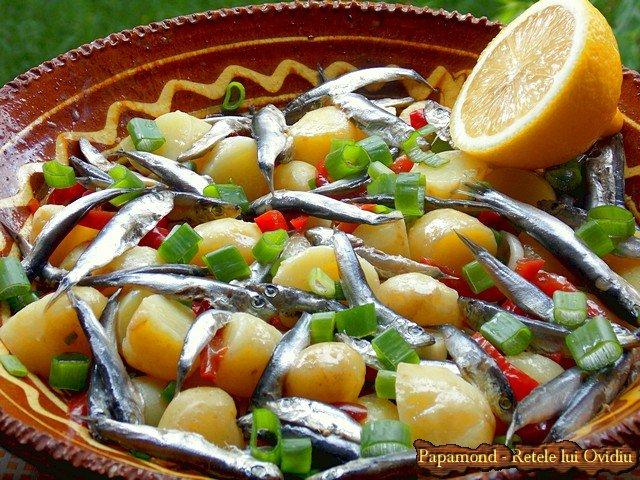 salata de cartofi noi cu hamsii (2)
