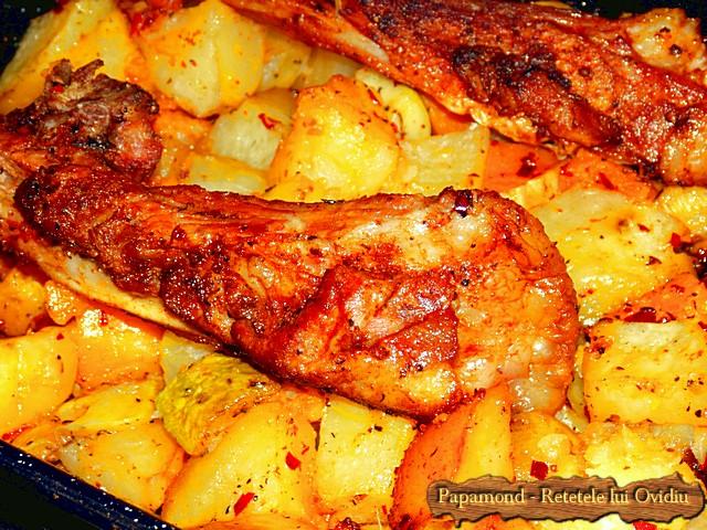 Reteta de Coaste de miel la cuptor. Pe pat de dovleac, cartofi si dovlecei - www.papamond.ro  (11)
