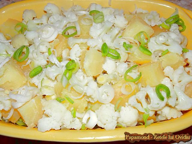 Punem cartofi si conopida in tava
