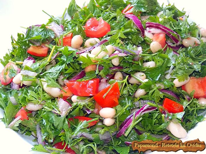 Salata consistenta de fasole si patrunjel