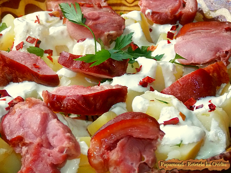 Ciolan afumat cu cartofi natur si sos de hrean - www.papamond. ro (16)