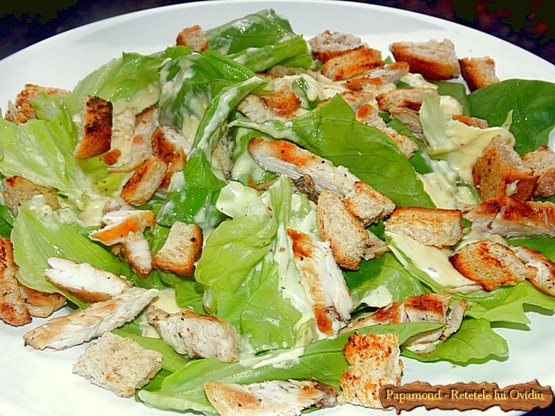 Salata Caesar cu piept de pui - www.papamond. ro (1)