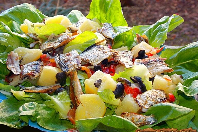 Salata cu peste preparat la grătar