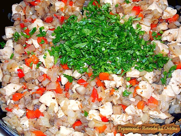 compozitia pentru ciuperci umplute cu piept de pui