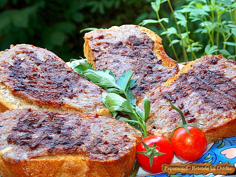 Mici pe paine la gratar (1)