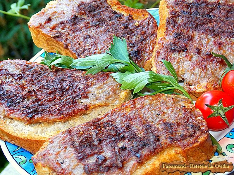 Mici pe paine la gratar (3)