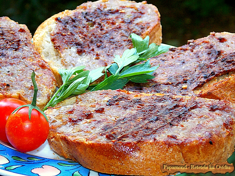 Mici pe paine la gratar (5)