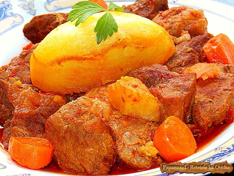 Tocana de vita si porc. Cu cartofi muiati in sos