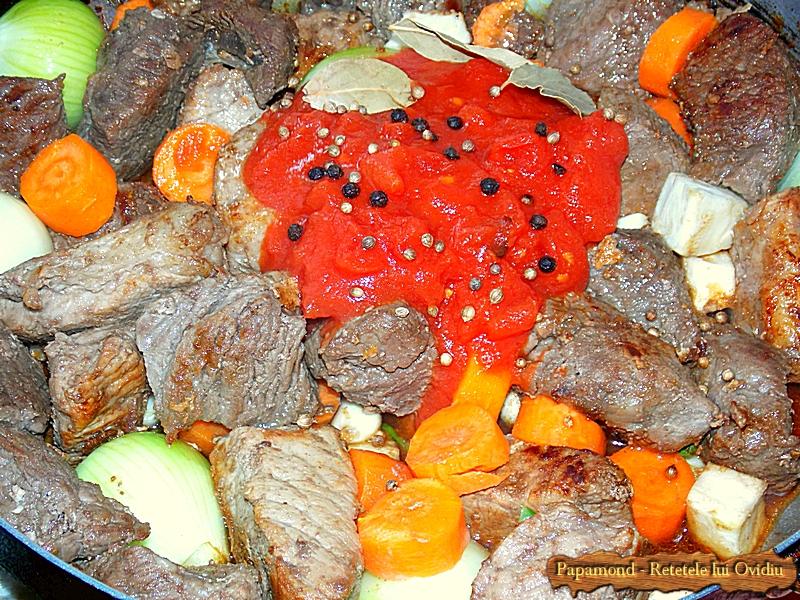 Tocana de vita si porc. Cu cartofi muiati in sos (4)