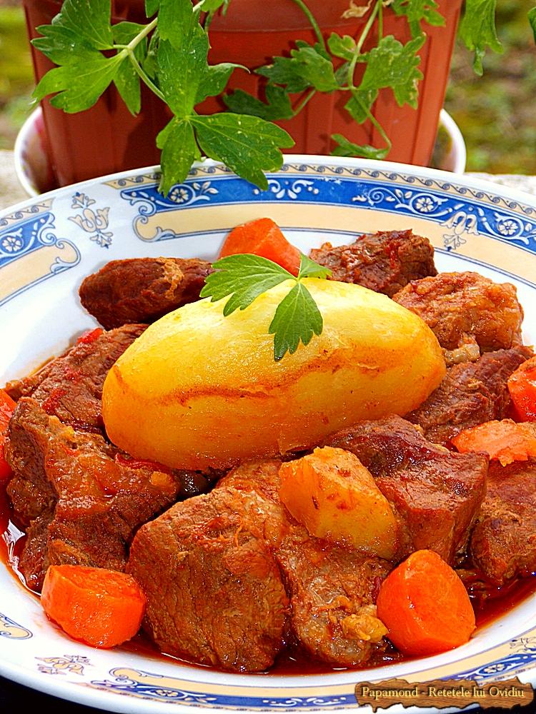 Tocana de vita si porc. Cu cartofi muiati in sos (8)