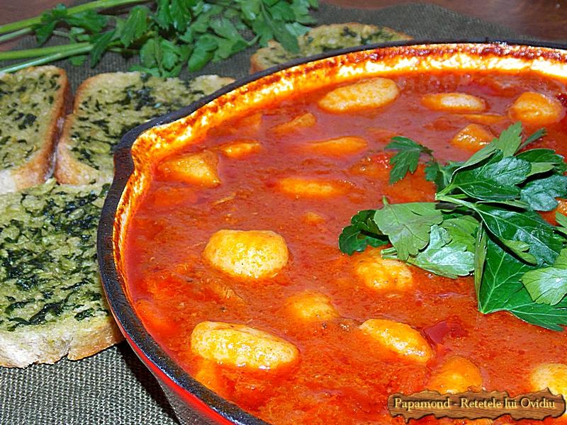 Carne de vita cu gnocchi in sos de rosii (15)