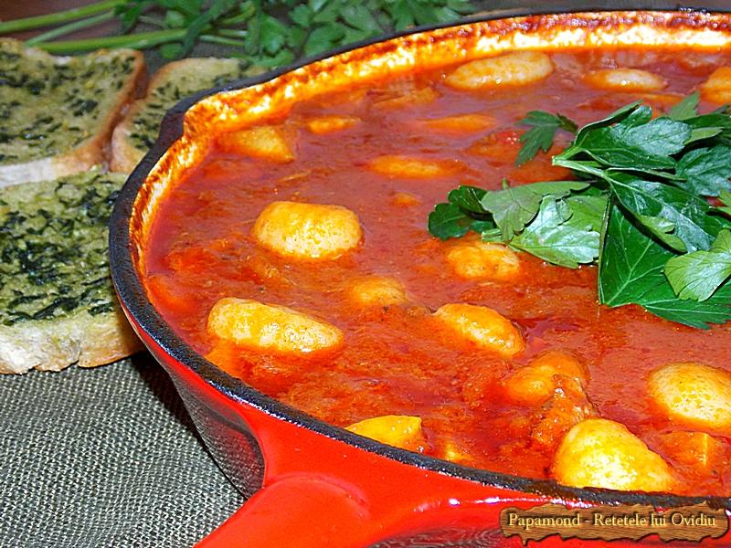 Carne de Vita cu Gnocchi in Sos de Rosii