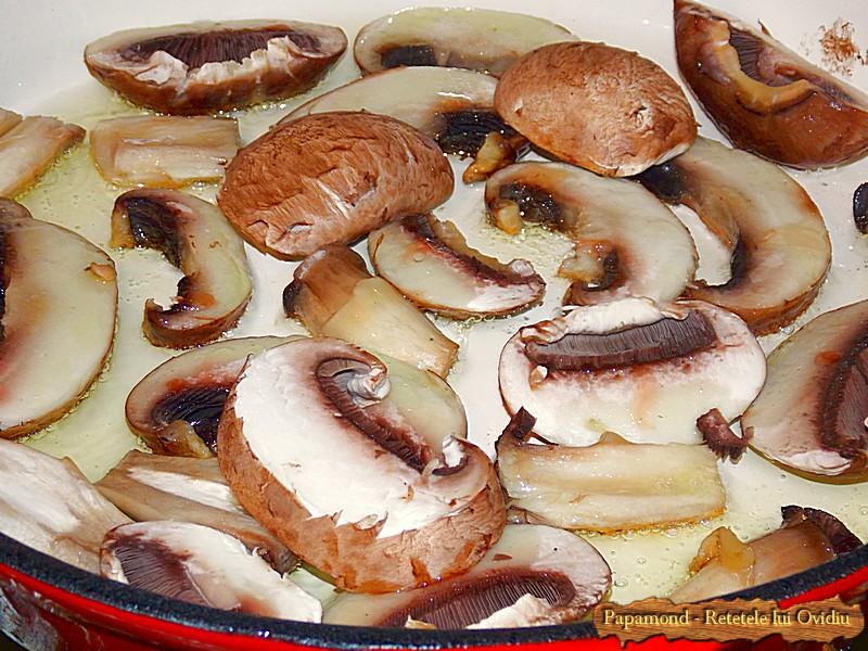 Ciuperci cu Rosii Trase la Tigaie (1)