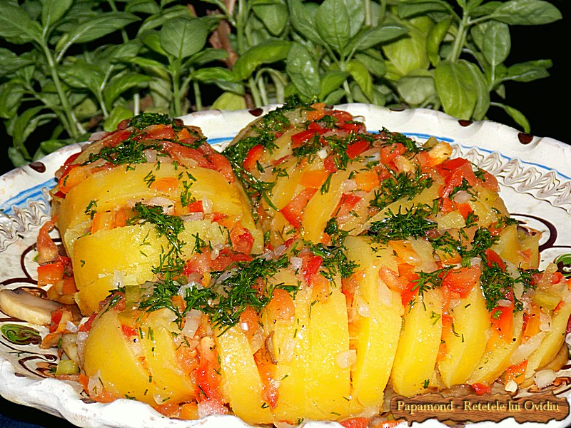 Cartofi Boieresti pe Pat de Ciuperci si Morcov Dulce