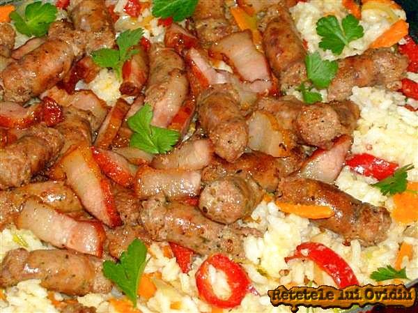 orez cu carnati si afumatura