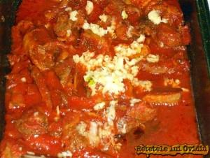 piure cu carne si sos de rosii
