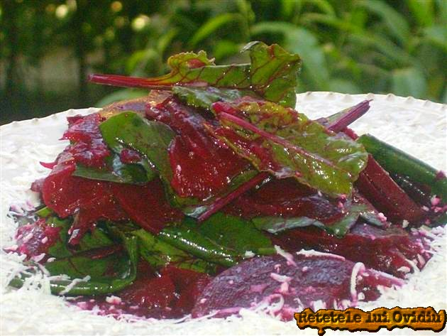 salata de sfecla rosie cu frunze