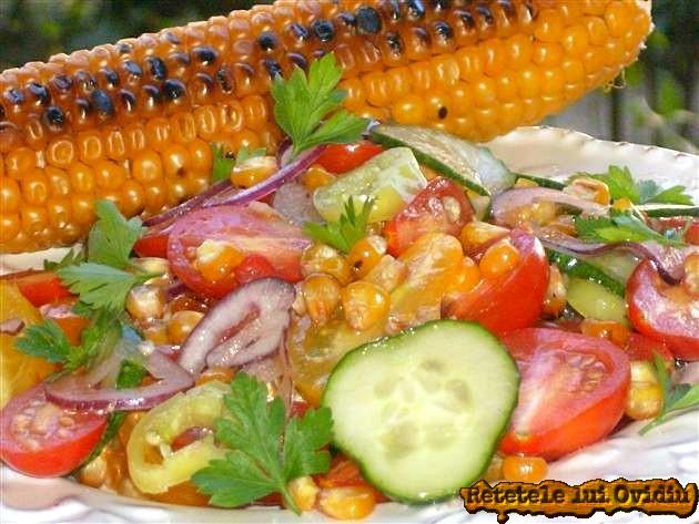 salata de porumb copt, rosii, castraveti si ardei